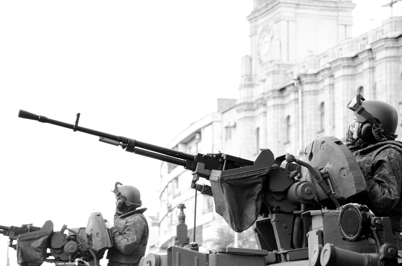 Soldiers with machine guns