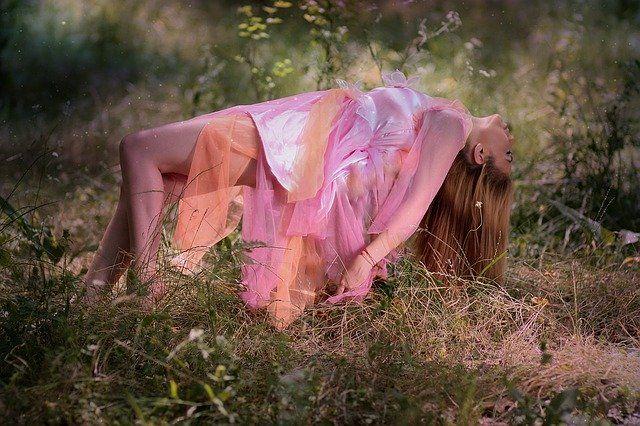 conceptual photography levitation