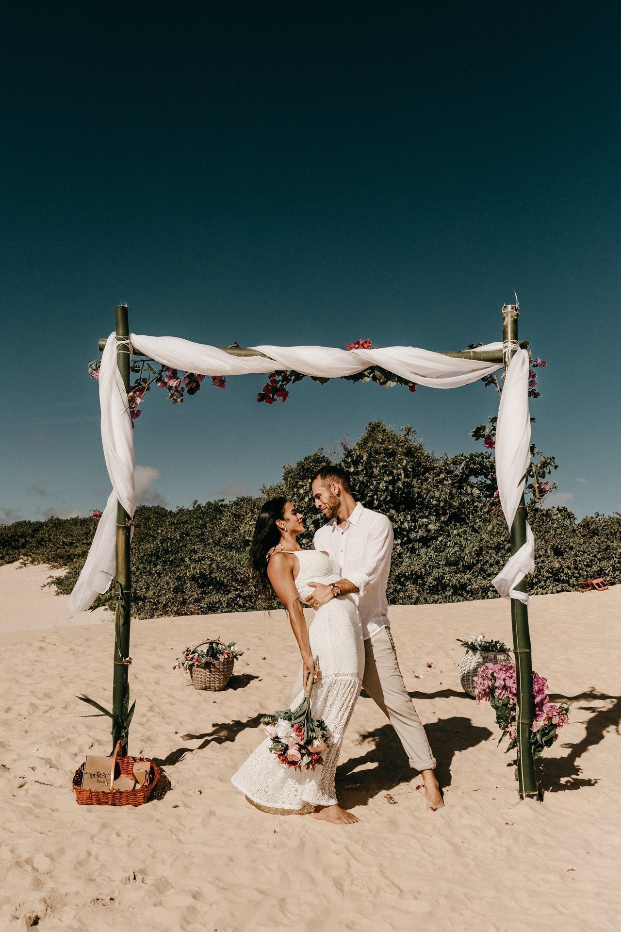 Wedding photoshoot with new married couple
