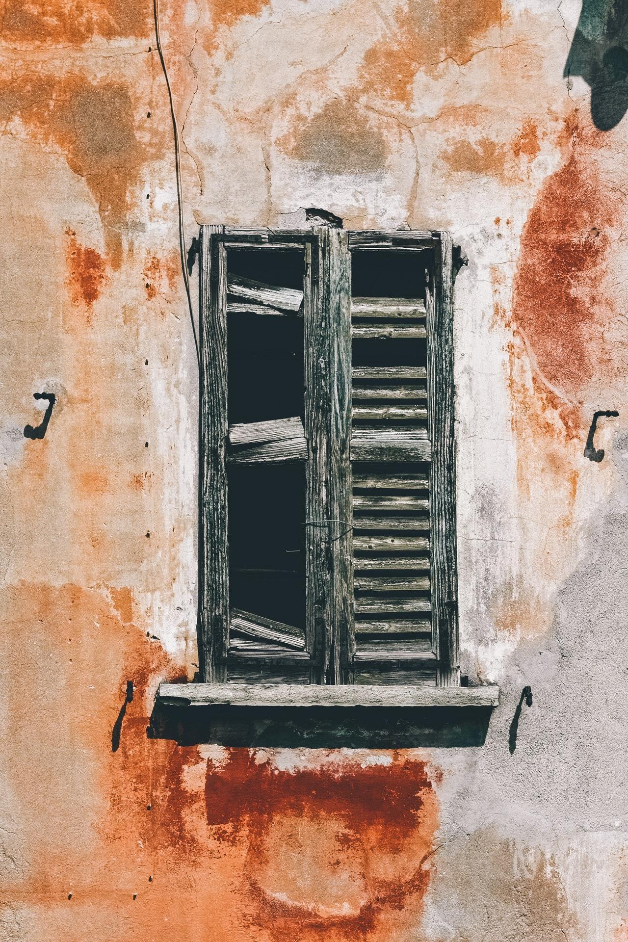 Urbex photography - ruined wooden window